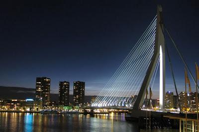 http://2.bp.blogspot.com/-s5kuotdLQgk/T25iB6D_veI/AAAAAAAADAk/exKWIMZoRlY/s400/Erasmus+Bridge+(Rotterdam,+Netherlands).jpg